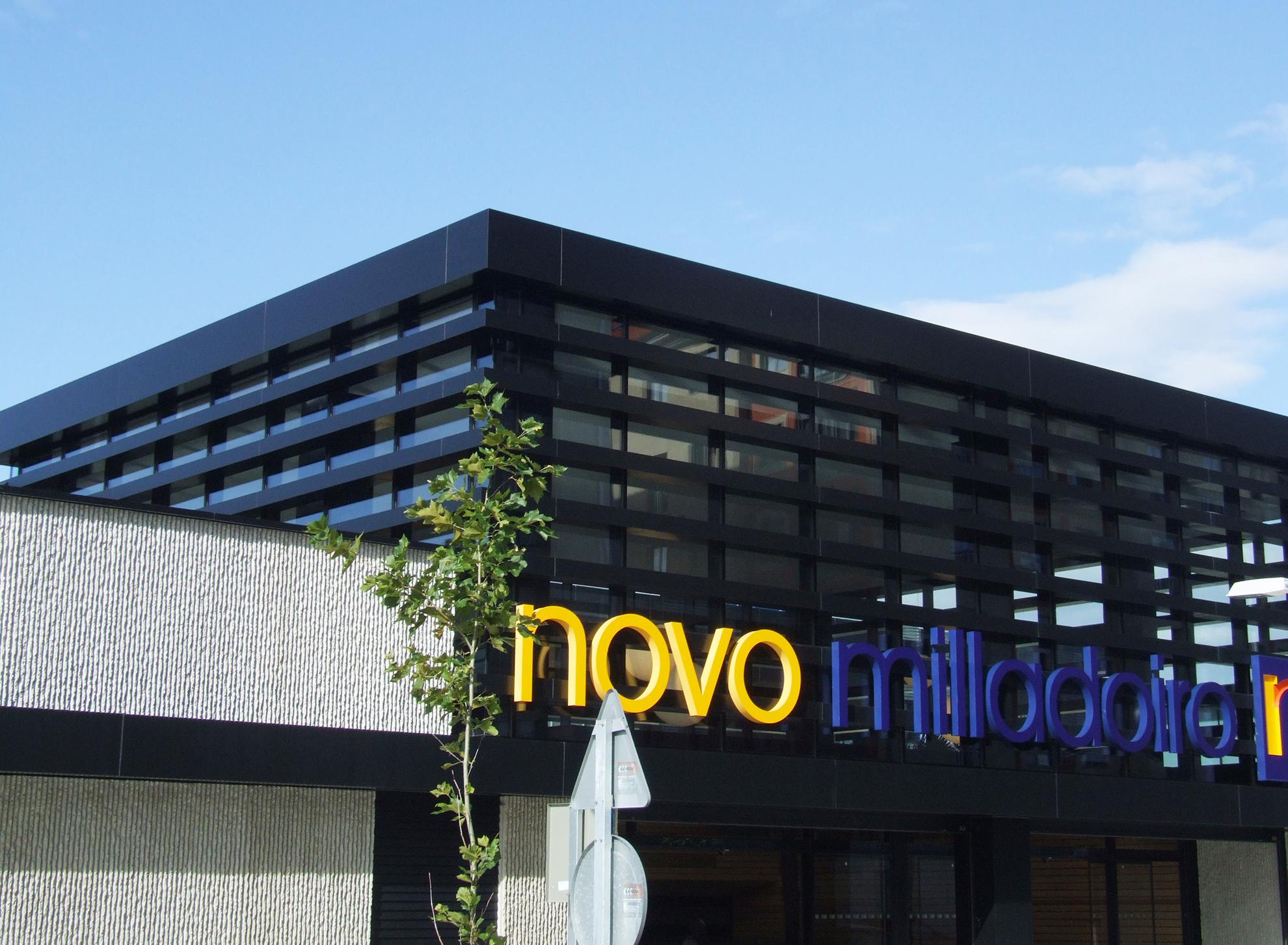 Centro-Comercial-Novo-Milladoiro.-A-Corua-Espaa.-larson-12_1586263801.jpg