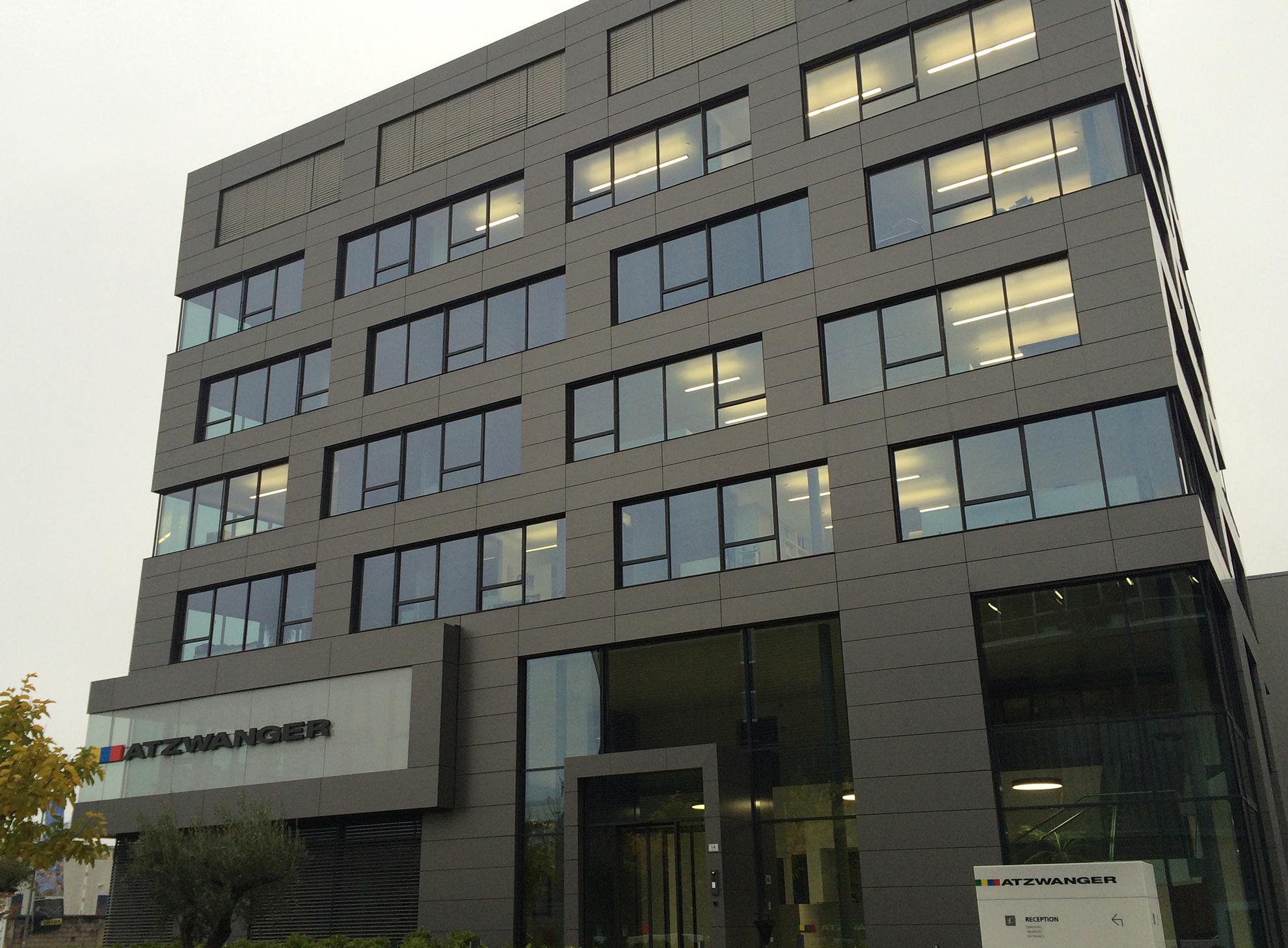 Edificio-Atzwanger.-Bolzano-Italia.-larson-PE-Grey-MEtallic-2_1586259971.jpg