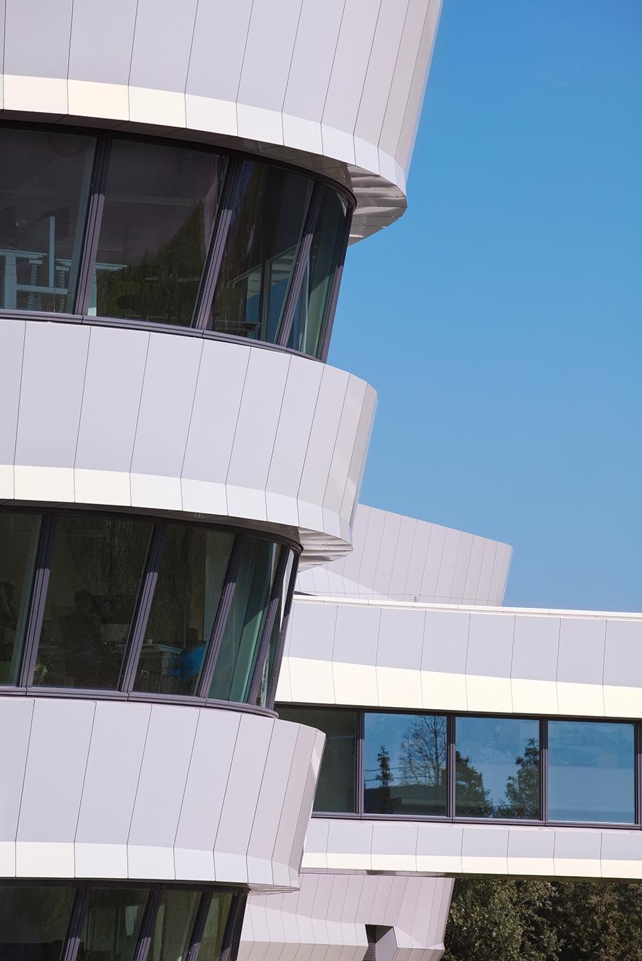 Edificio-Deltares.-Delft-Holanda.-larson-HOLO-white-Gold-1_1592388451.jpg