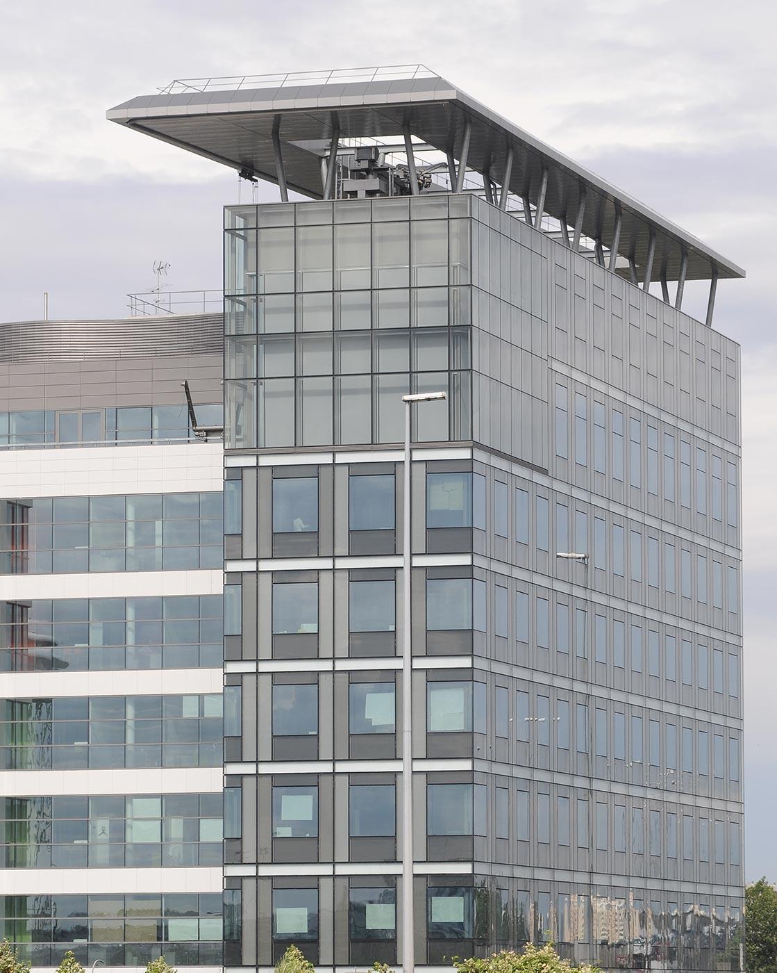 Edificio-PORTES.-Francia.-LARSON-SILVER-1_1591961421.jpg