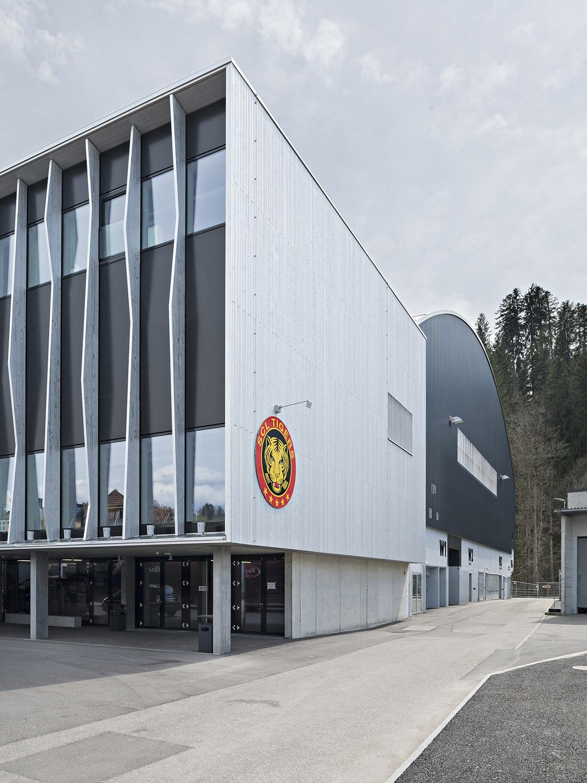 Estadio-Tigers-Langnau.-Suiza.-Propanel-Larson-PE-PVdF-ral-9005-700m2_1591090949.jpg