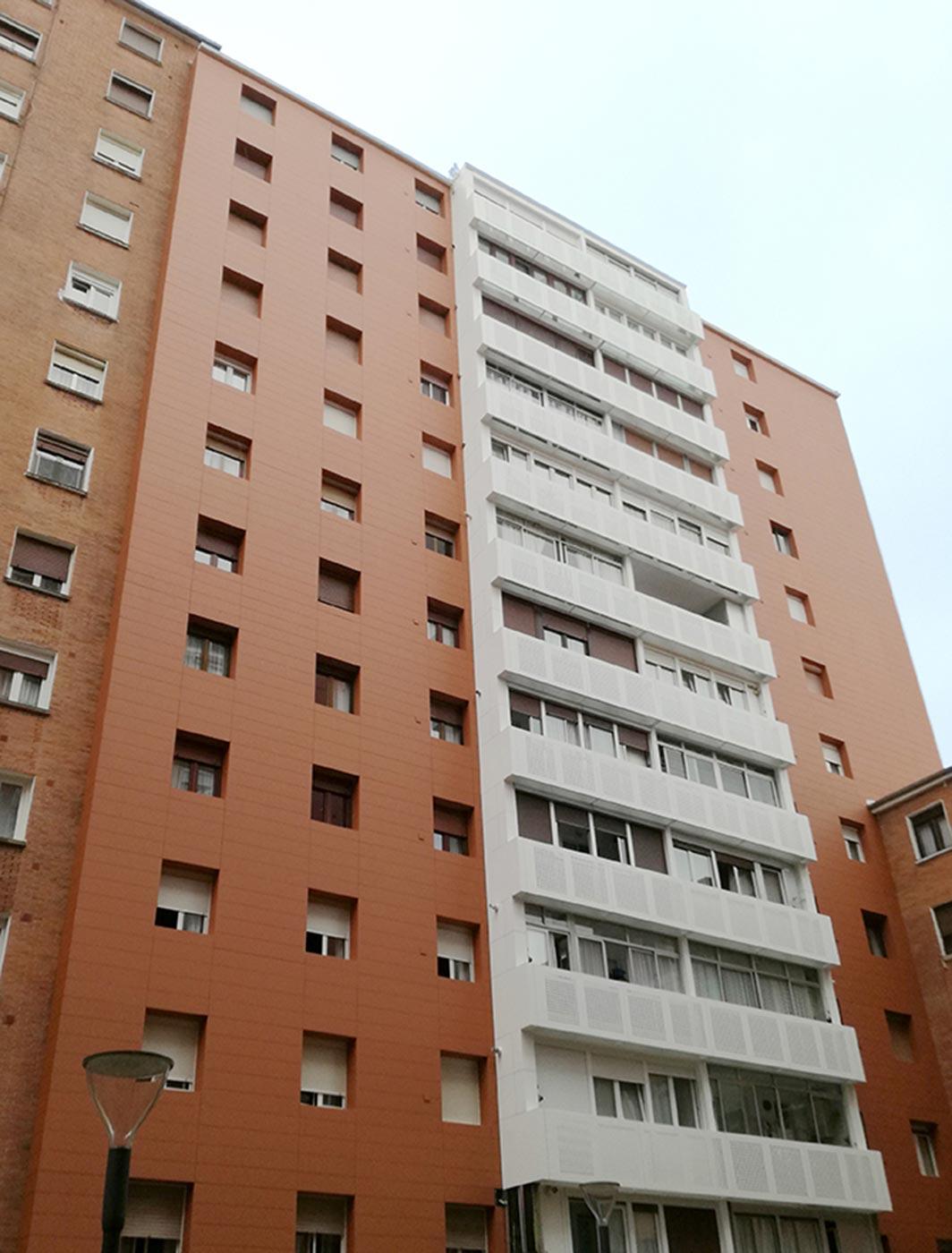 Viviendas-Barrio-Sagarminaga.-Traffic-White-9016.-Triana-Brown_00_1592990588.jpg