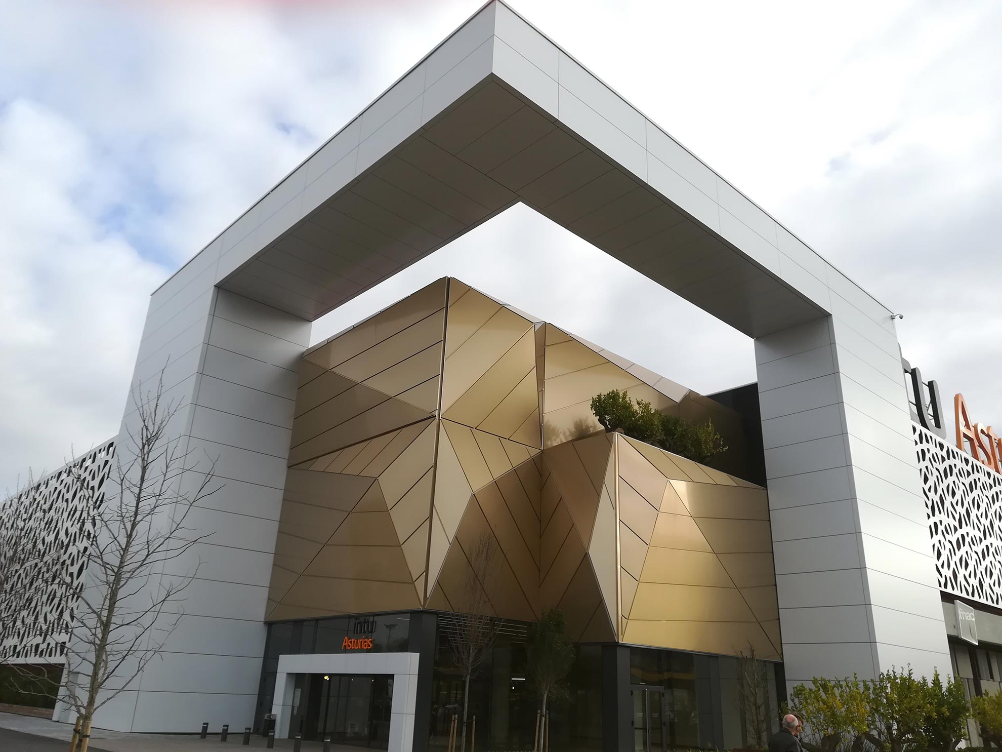 Centro-comercial-Intu-Asturias-Lugones-Spain_01_1591718419.jpg