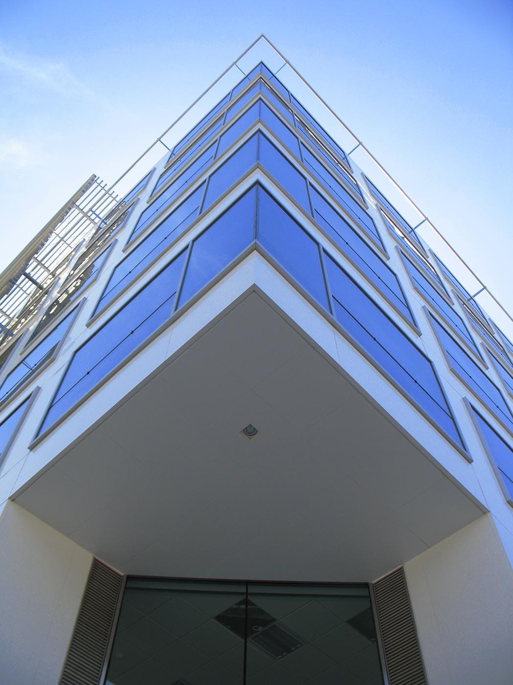 Edificio-Dique-IV.-Buenos-Aires-Argentina-CGSA-Larson-PE-PVDF-ral-9016-2500m2-ult1--1_1592296372.jpg