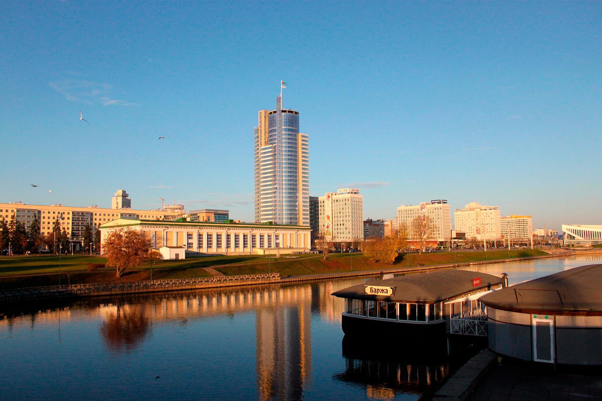 Edificio-Royal-Plaza.-Minsk-Bielorrusia.-larcore-1_1591103621.jpg