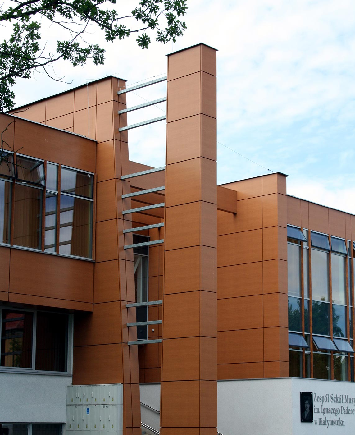 Escuela-de-musica-Bialystok.-Polonia.-WOOD-Walnut_01_1592308619.jpg