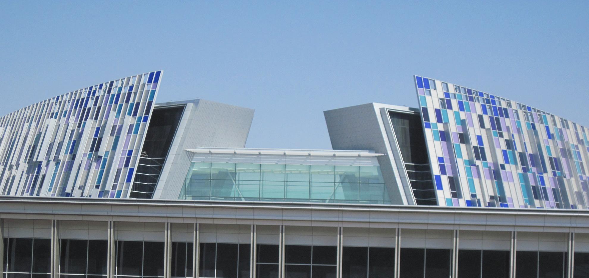 UAE-Crescent-Building.-Emiratos-Arabes.-larson-PE-2_1585899081.jpg